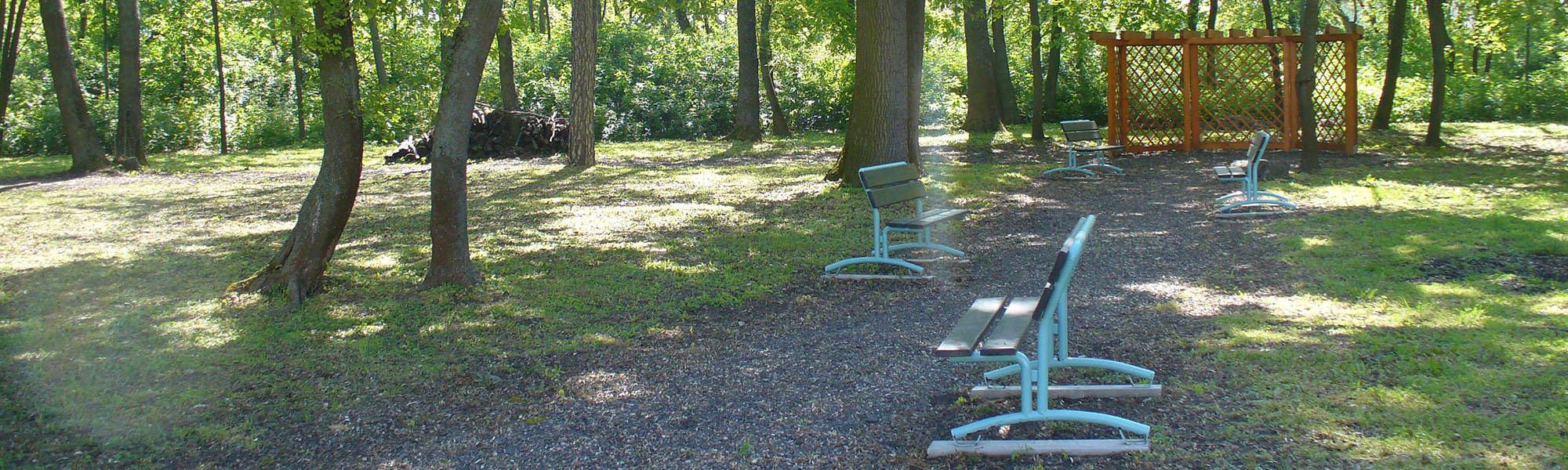 Domov sociálnych služieb pre dospelých Lehnice - Lavičky v parku