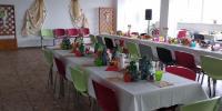 Slávnostne prestretý stôl